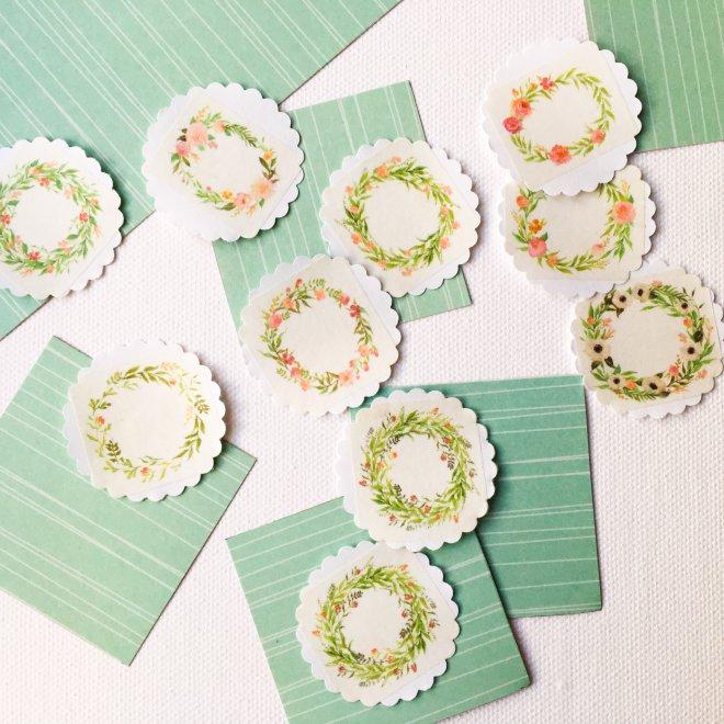 e02d28631 Menovky môžete vyrobiť aj s iným ako vianočným motívom a použiť ich aj na  iné príležitosti, ja som už robila tieto nežné kvetinkové: