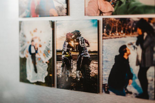 Unikátna rodinná koláž mimoriadnych momentov z Vášho života, v podobe sklenených foto darčekov na mieru ako magnetky na chladničku