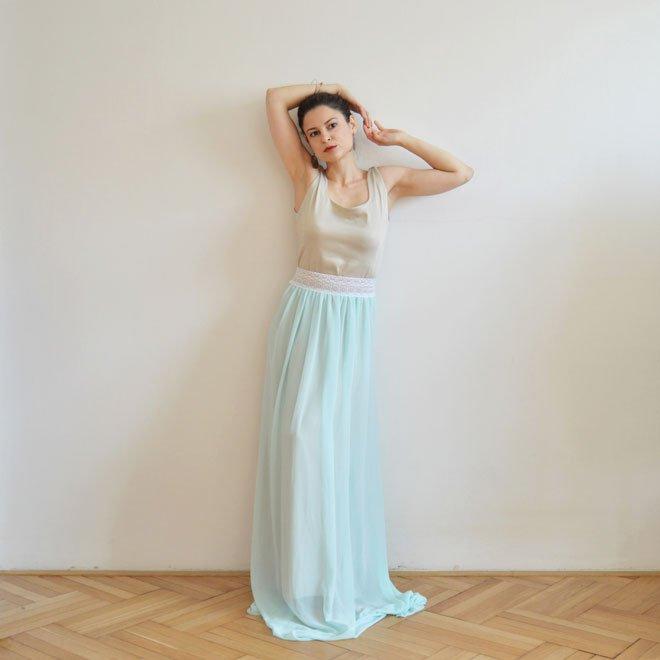 Svetlo modré ľahké spoločenské šaty