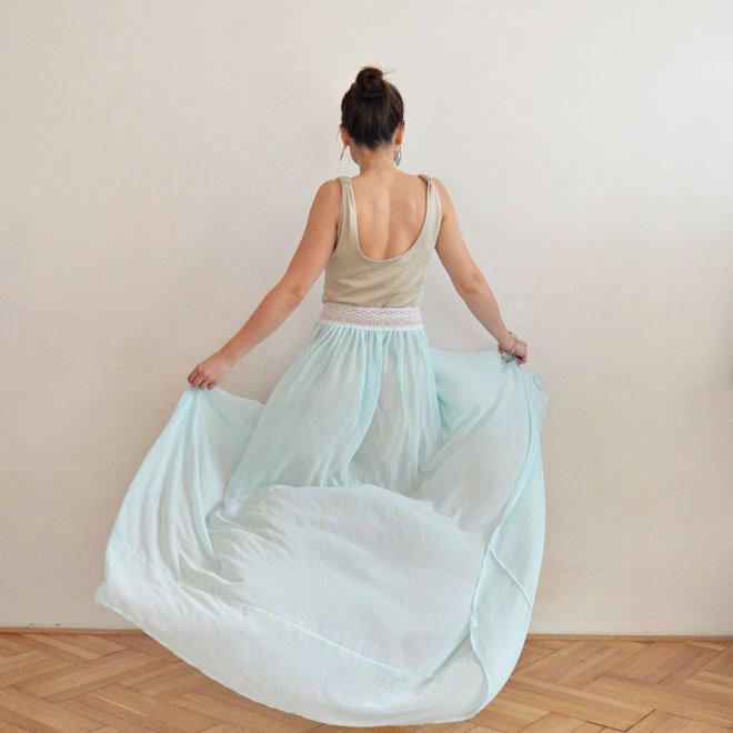 Krasne svetlomodré šaty s vintage krajkou od slovenskej slow fashion návrhárky