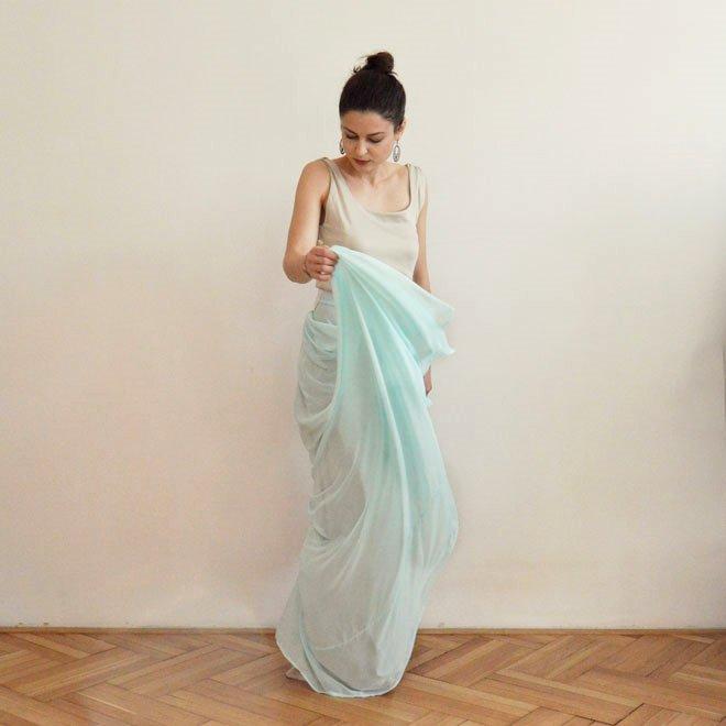 béžovo modré večerné šaty