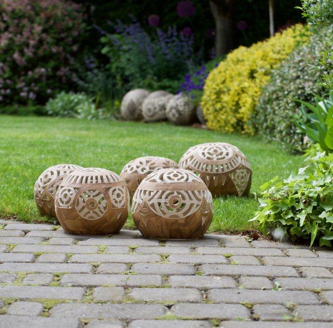 9023ce7fc Svietniky sú z poctivej kameniny, vydržia nielen horúce leto, ale aj  treskúci mráz, bez problémov môžu byť vonku celoročne.