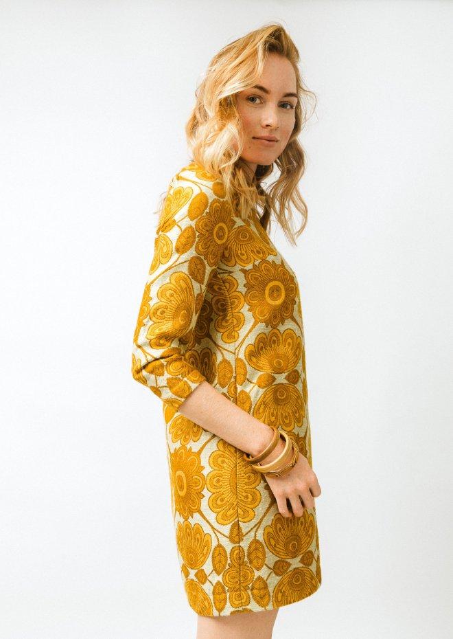 Žlté vzorované retro šaty