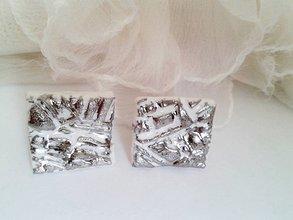 Náušnice - porcelánové platinové štvorčeky - 6914933_