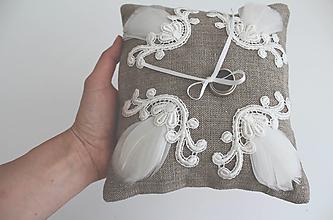 Úžitkový textil - Vankúšik pod obrúčky - ľan a pierko - 6915549_