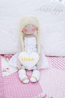 Bábiky - Malý sediaci anjelik so srdiečkom - 6928133_