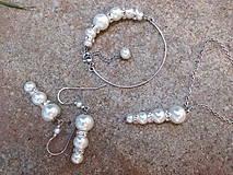 oceľová sada - náušnice, náramok a náhrdelník s bielymi perlami aj svadobná