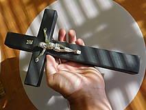 drevený kríž / krížik