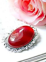 Red Jade / Brošňa s červeným jadeitom v starostriebornom prevedení