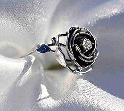 Prstene - Zlatá ruža s briliantom - prsteň - 6936794_