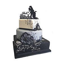 Dekorácie - Zápich na svadobnú tortu + priezvisko (Strieborná - 12x15 cm) - 6946999_