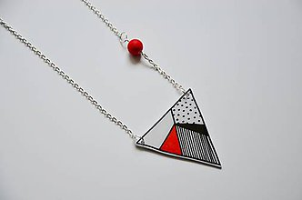 Náhrdelníky - Náhrdelník trojuholník červený - 6948674_