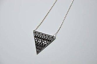 Náhrdelníky - Náhrdelník trojuholník strieborný - 6948688_
