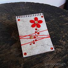 Papiernictvo - Špirálový bloček A7 - červený kvet - 6950531_