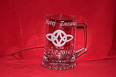 Nádoby - Gravírovany krigeľ- netradičné svadobné poháre - 6954034_