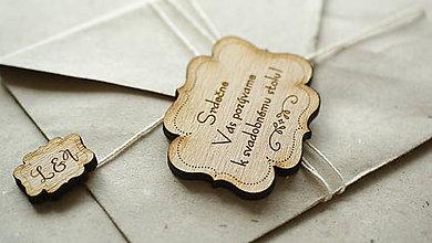 Papiernictvo - Drevené gravírované pozvanie k stolu Laura - 6960128_