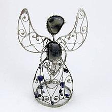 Dekorácie - Anjel figúra - Sodalit, ruženín 12 cm - 6961815_