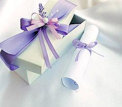 Darčeky pre svadobčanov - Svadobné oznámenie v krabičke - s levandulkou - 6963112_