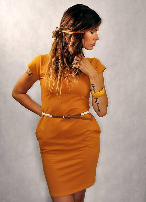 Jednoduché šaty s vreckami - Kurkumové