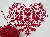 Úžitkový textil - výšivka ľudový motív srdiečko a holúbky - 6968847_