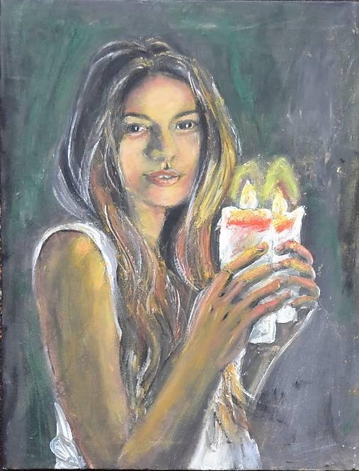 Žena so sviečkami