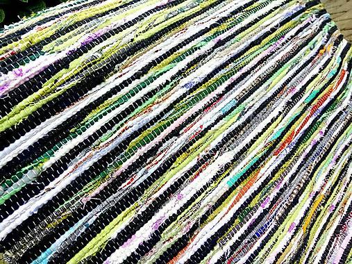Koberec zeleno čierny 104x73cm