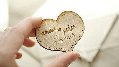 Darčeky pre svadobčanov - Drevená magnetka pre svadobčanov srdce - 6970324_