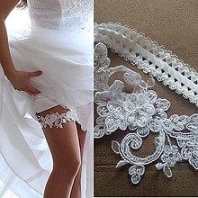 Bielizeň/Plavky - Čipkový svadobný podväzok Amelia - s perličkou - 6970559_