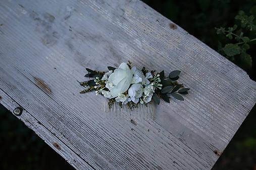 Nežný kvetinový hrebienok...