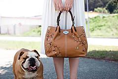 - Kožená kabelka Adriana