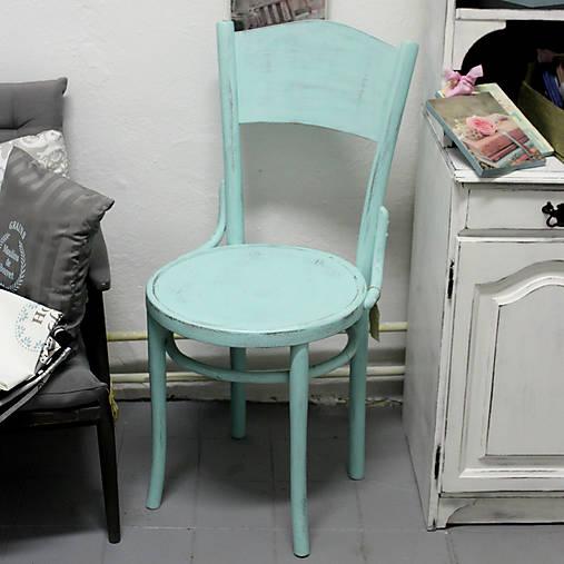 Mentolková stolička s patinou - predaná