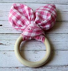 Hračky - Drevené hryzadlo pre najmenších Ružové kárované - 6981886_