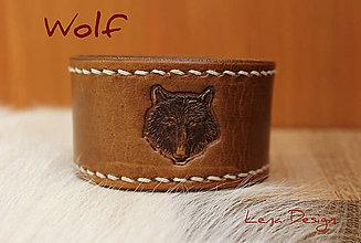Náramky - Hnedý kožený náramok s vlkom - 6992896_