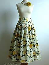 nadýchaná sukňa s kvetmi pod kolená