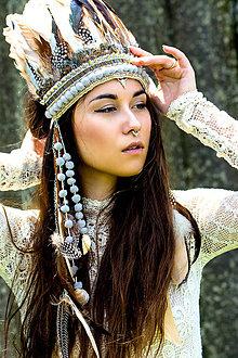 Ozdoby do vlasov - Vyšívaná boho čelenka s bambulkami a prírodninami - 6995643_