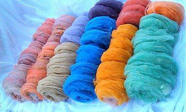 Materiál ručne robený - Vlnené česance farebné - 6994952_