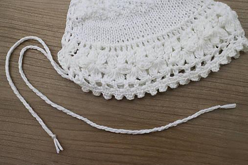 Biele šaty a čiapočka pre dievčatko. Detské šaty a čiapočka na svadbu. Oblečenie  do 07c1637a475