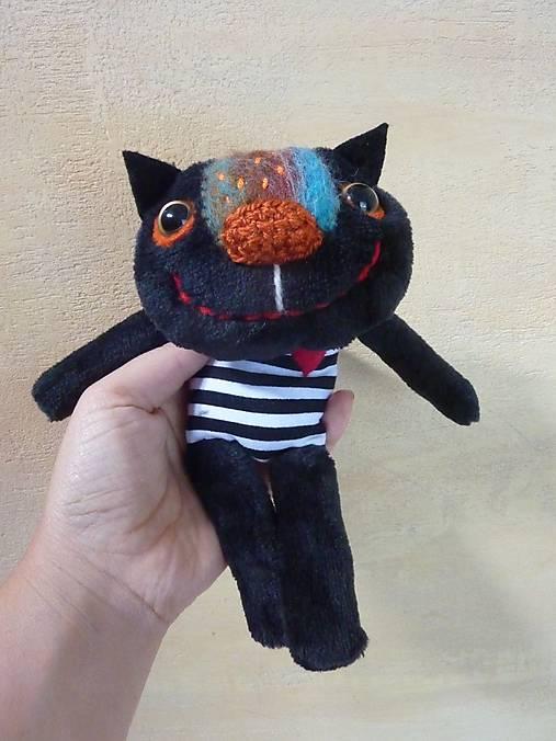 si, že čierna mačička