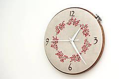 Hodiny - Lucy s číslami, ručne vyšívané nástenné hodiny - 7012546_
