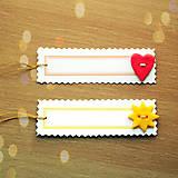 - (rezervované) Ozdobná menovka na darček s gombíkom - slniečk - 7016103_
