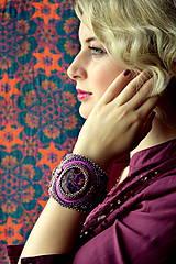 - Violet Hues - vyšívaný náramek - 7019051_