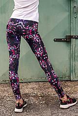 Nohavice - Farebné elastické legíny s motívom autorského obrazu: Pink in Motion - 7020015_