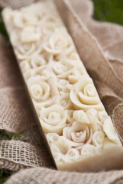Darčekové mydlo s kvetinovým reliéfom XXL