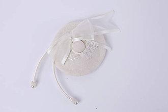 Ozdoby do vlasov - Svadobný biely fascinátor pre nevestu so závojom - 7022858_