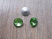 Komponenty - sklenený kabošon 14 mm zelený - 7025342_