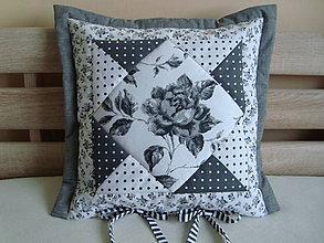 Úžitkový textil - Vankúšik s ružičkou - 7028589_