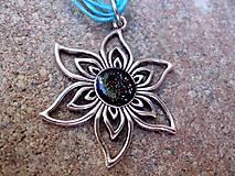 - náhrdelník  kvietok na tyrkysovej šnúrke - 7027371_