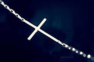 Náhrdelníky - strieborný náhrdelník s krížikom - 7032443_
