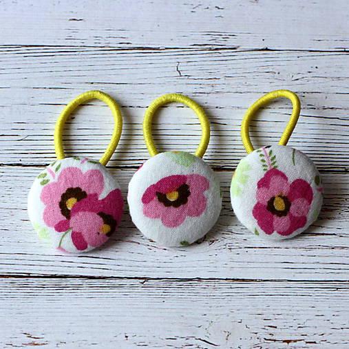 DETSKÉ gumičky do vlasov s buttonmi Ružový kvet