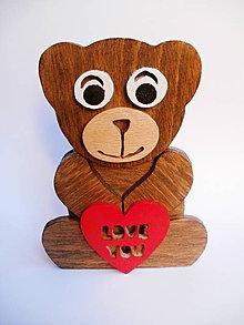 Dekorácie - Srdečný drevený medvedík - 7030179_